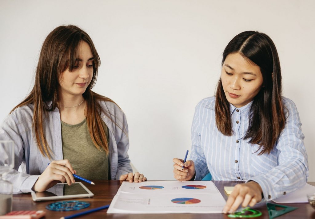 253708 p47579 289  1024x714 - Программа для творческих учеников средних школ